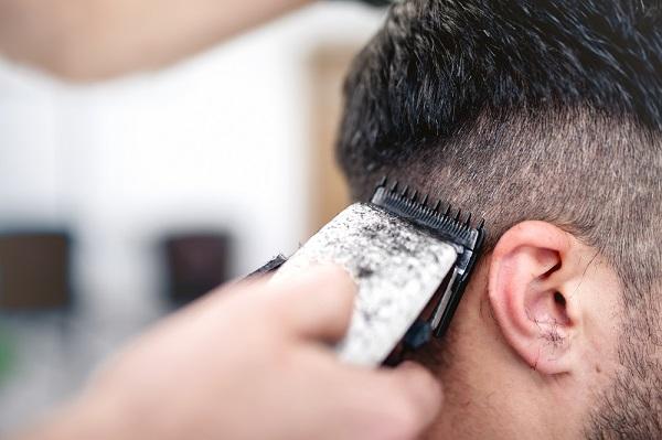 Praktikus eszköz a háztartásokban– A hajvágógép előnyeiről