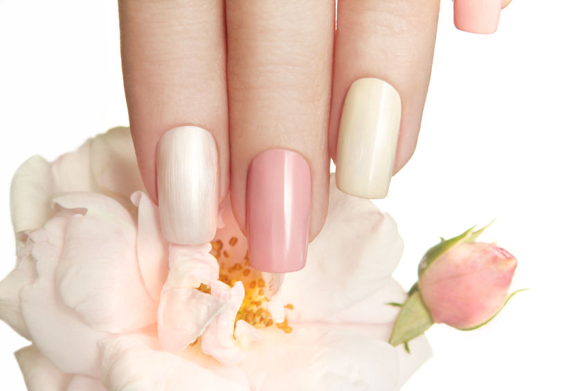 Műköröm díszítés: így dekoráljon tavasszal!