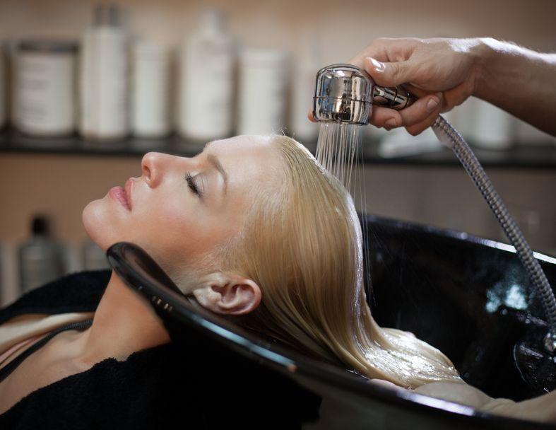 Milyen kellékek szükségesek egy profi fodrászatba?